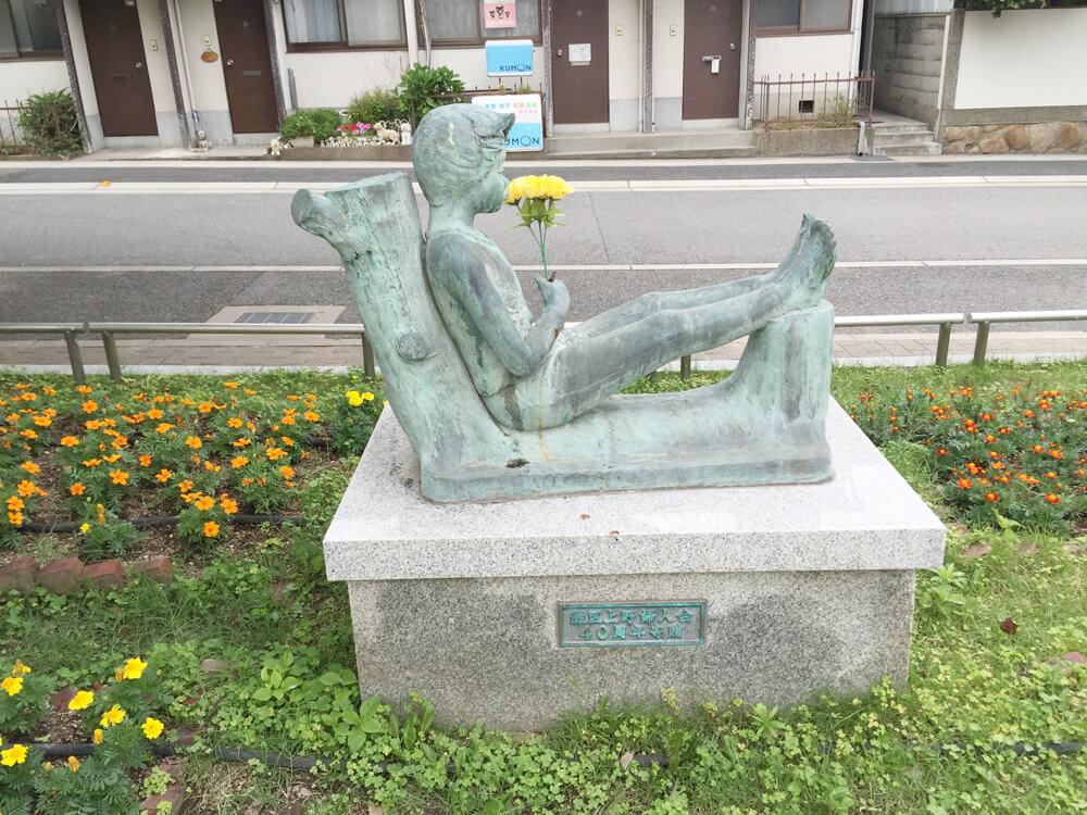 公園の銅像 写真