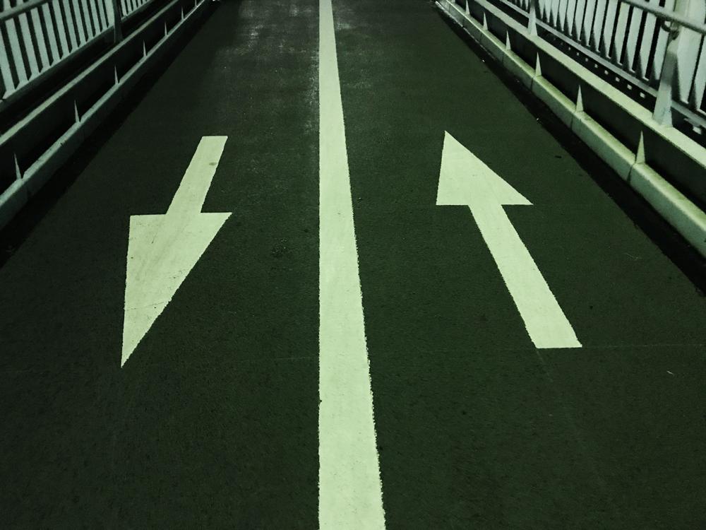 道路の矢印 写真