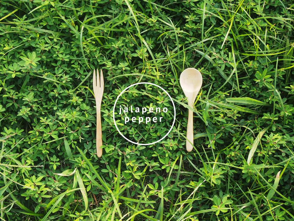 緑とフォークとスプーン