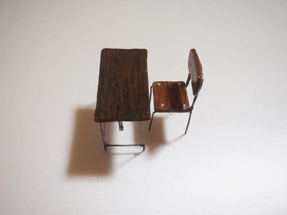 粘土細工 小学校の机